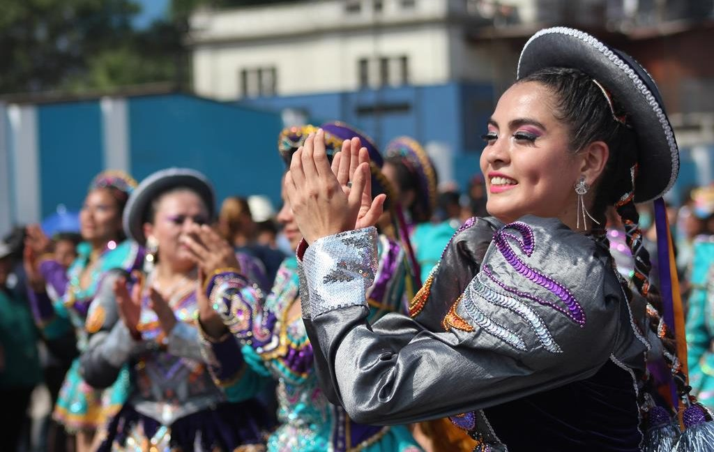 Image of Peruvian woman in traditional clothing