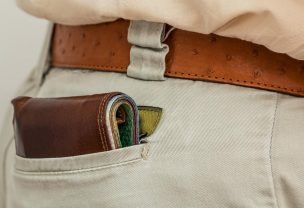 Image of a wallet sticking out of someones pocket